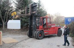 The topshield with the forklift